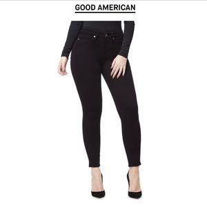 Good American Good Legs Black Cropped Jeans B401